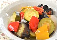 煮えたらひと混ぜして器に盛り、お好みのオイル(オリーブオイルなど)をかければ出来上がり!