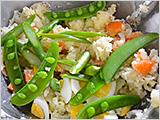 ボウルに、材料をすべて入れて和え、塩とコショウで味を調え、皿に盛れば出来上がり!