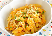 皿に盛り、粉チーズとパセリを散らせば出来上がり!