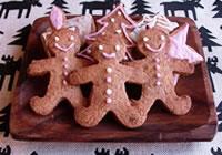 チョコレートが固まれば出来上がり! クリスマス用に可愛らしくデコレーションして楽しんで下さいね!