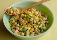 色合いもきれいなサラダです。冷蔵庫で2、3日は保存可能なので、夏の時期はおすすめですよ!