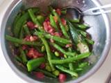 茹でたスナップエンドウ、オクラ、インゲンを食べやすい大きさにカットし、枝豆と一緒に4.に加えてよく混ぜる。  塩で味を整えた後、盛り付ければ出来上がり!