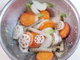 蒸し上がった野菜を4.のボウルに入れ、よく混ぜる。塩で味を整えれば出来上がり!